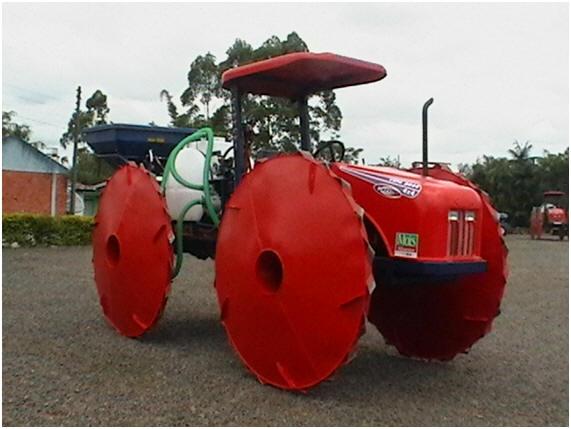 db94d173084 ... andar nas alagadiças plantações de arroz (Timbé do Sul-SC) Poltrona  para quem curte carros. Interessante e original peça decorativa (loja São  Paulo-SP)